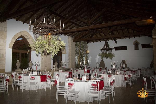 Castello Xirumi sala con tavoli